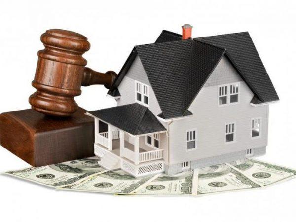 Дом, деньги и судейский молоток