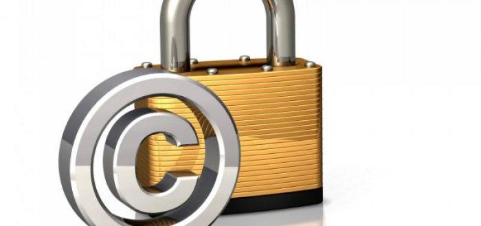 Замок и знак авторского права