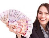 Деньги в руках у девушки