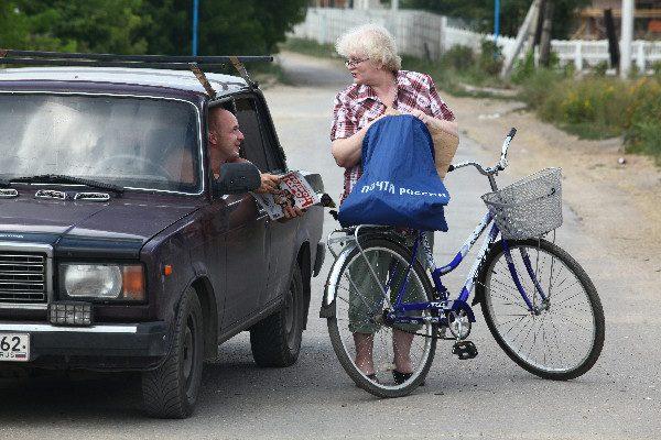 Почтальон с велосипедом