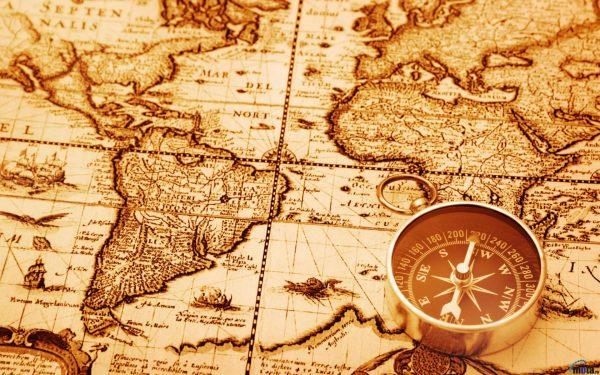 Состаренная карта и компас