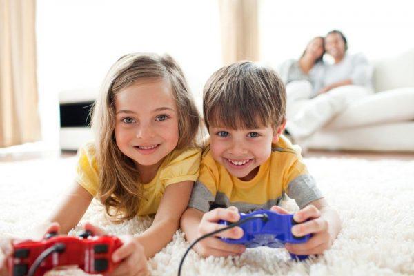 Дети с игровыми приставками