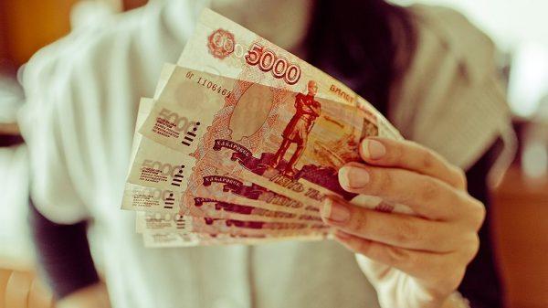 Деньги в руке