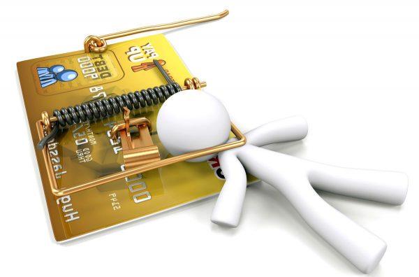 Человечек, попавшийся в мышеловку в виде кредитной карты