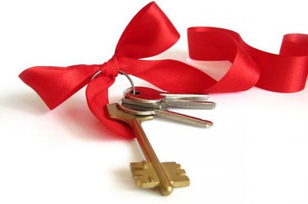 Ключи и красная лента