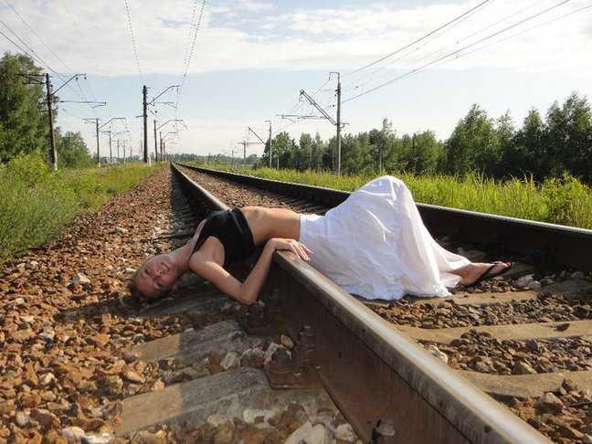 Юлия Зеленская на рельсах