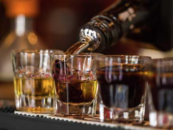 Алкоголь и стаканы