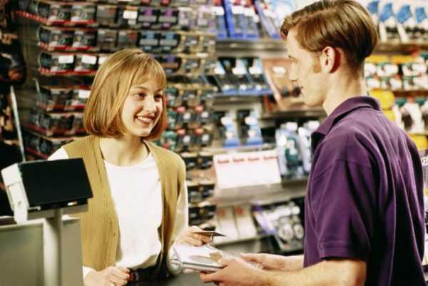 Продавец в магазине
