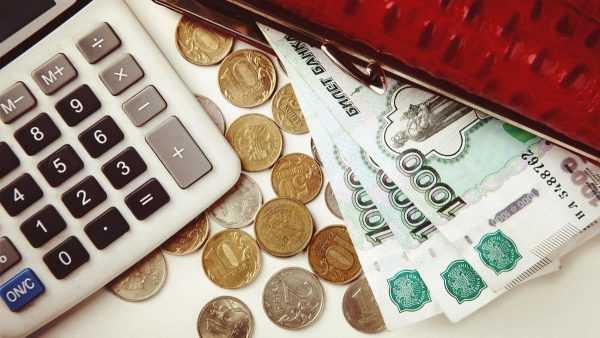 Калькулятор, монеты, купюры