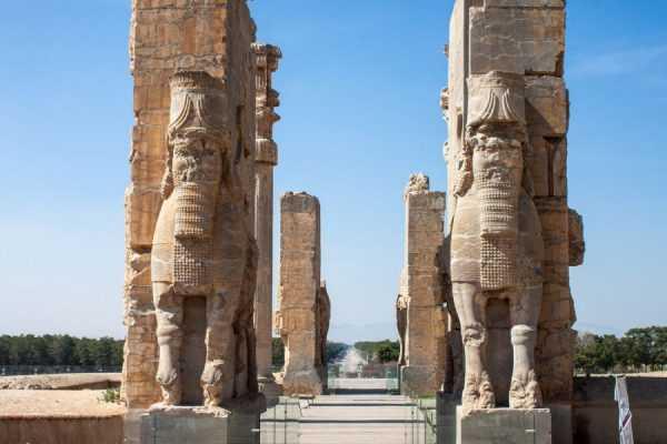 Древние памятники в Иране