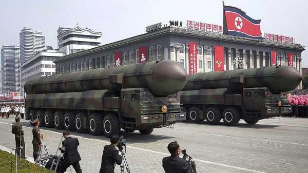 Ракеты на площади Пхеньяна