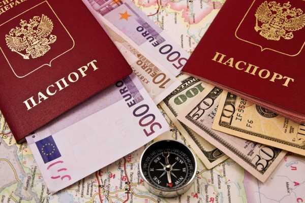 Загранпаспорт, деньги и карта