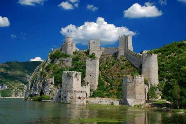 Крепость на горе