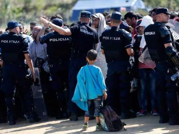 Полицейские и ребёнок