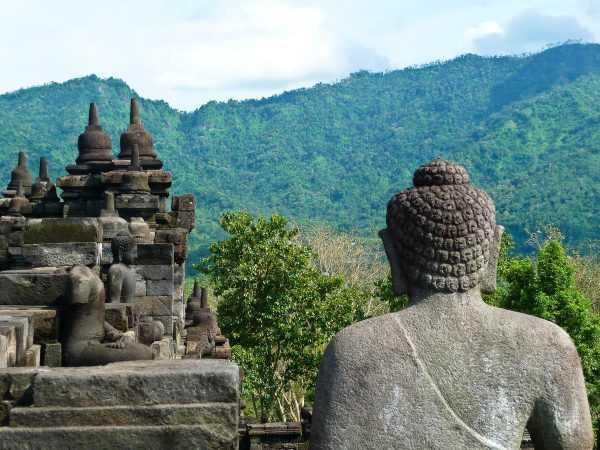 Храм в Индонезии