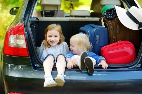 Дети в багажнике автомобиля