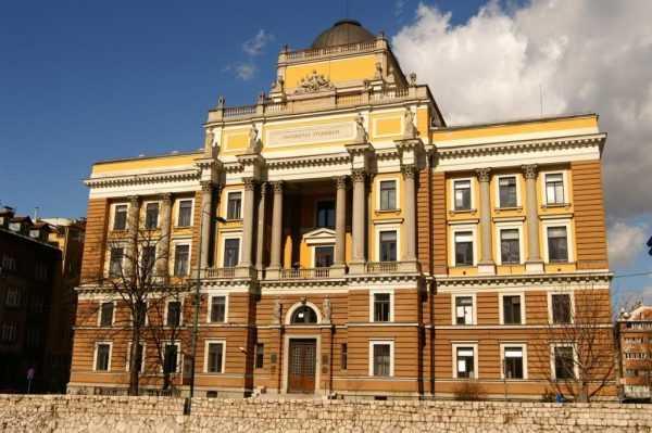 Университет в Сараево