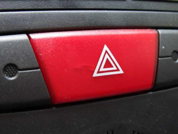 Кнопка включения аварийной световой сигнализации