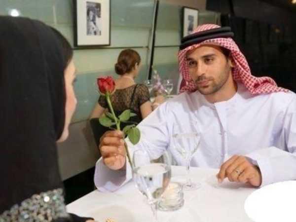 Жених из ОАЭ с розой