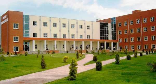 Университет Баку