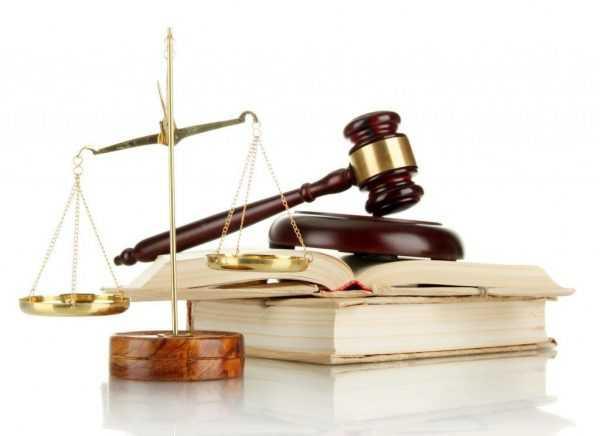 Весы Фемиды, судебный молоток и книга