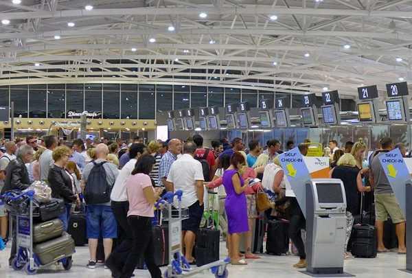Транзитные пассажиры в аэропорту