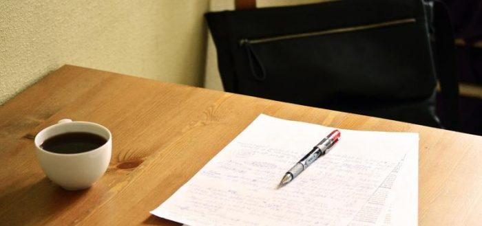 Документы на столе