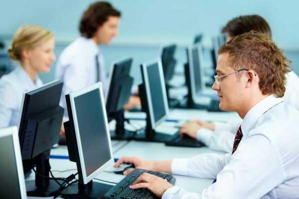 Люди за компьютерами
