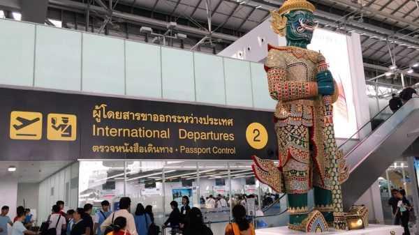 Пункт паспортного контроля в аэропорту
