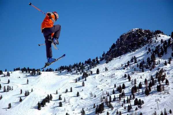 Лыжник в прыжке