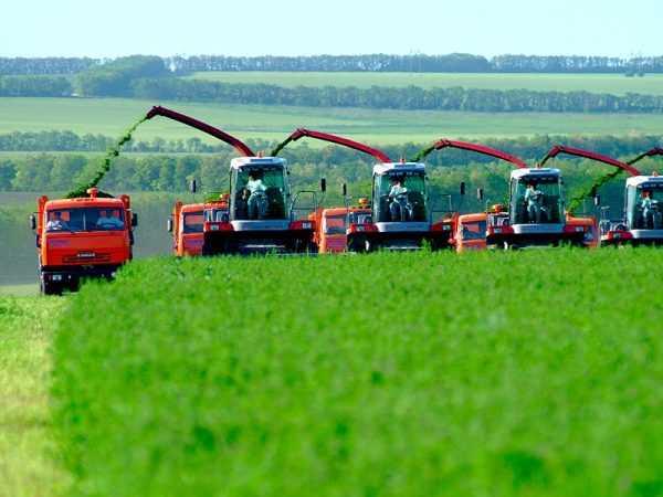 Сельхозтехника в работе на поле