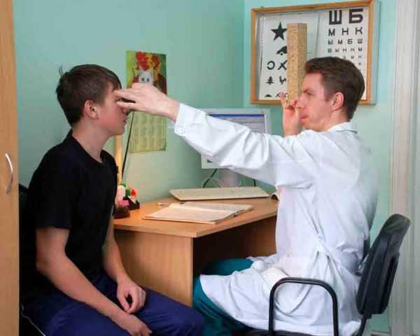 В кабинете у врача-окулиста