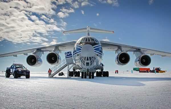 Самолёт в Антарктиде