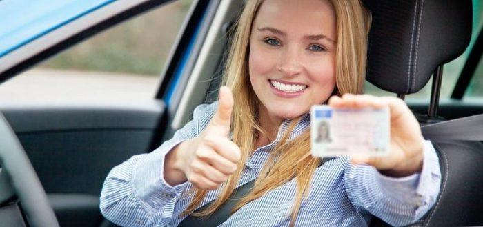 Счастливый новый водитель