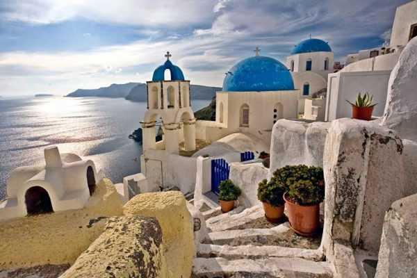 Церковь на берегу моря в Греции