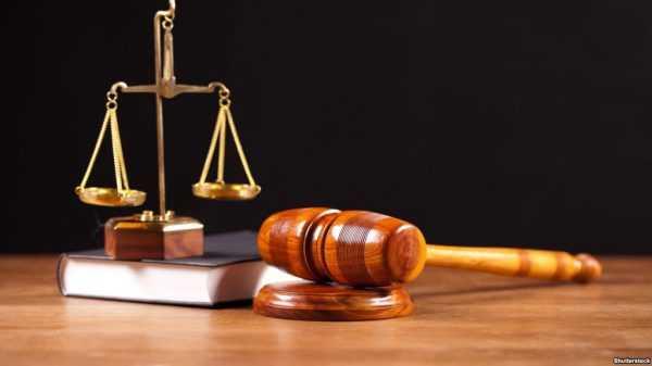 Весы Фемиды и молоток судьи