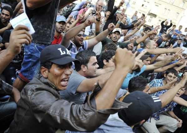 Толпа арабов