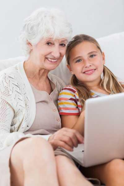 Подросток с бабушкой