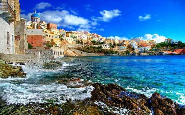 Греческий город на берегу моря
