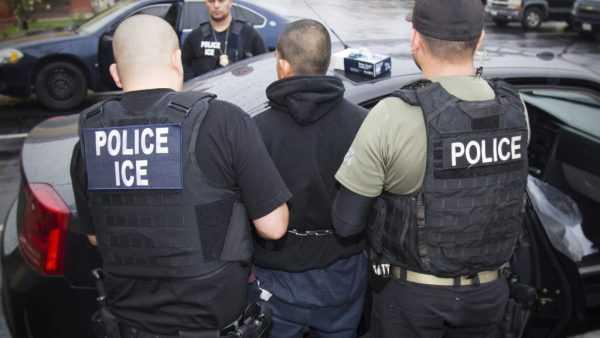 Нелегал и полиция