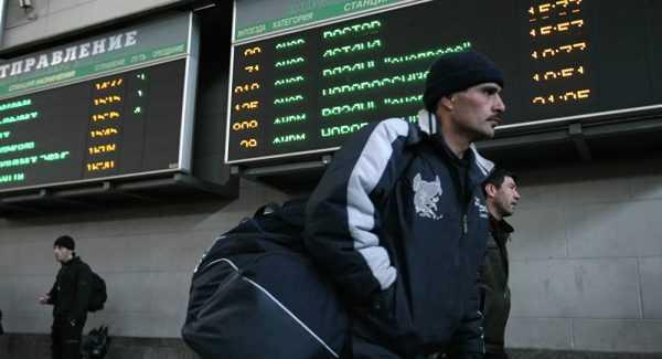 Трудовые мигранты в аэропорту