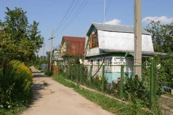 Дачные дома за забором