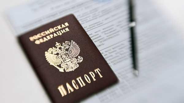 Внутренний паспорт РФ и авторучка на фоне документа А4