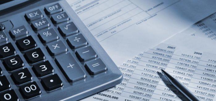 Калькулятор и документ крупным планом