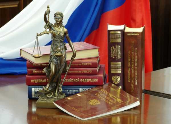 Атрибуты юриста на столе