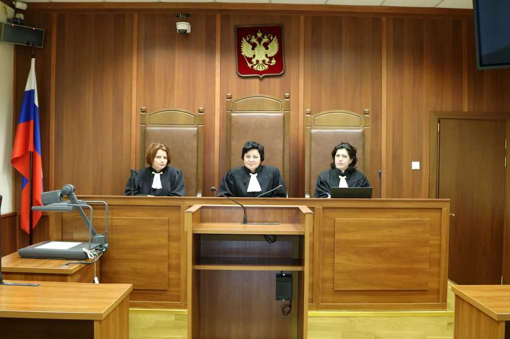 какую должность занимает судья